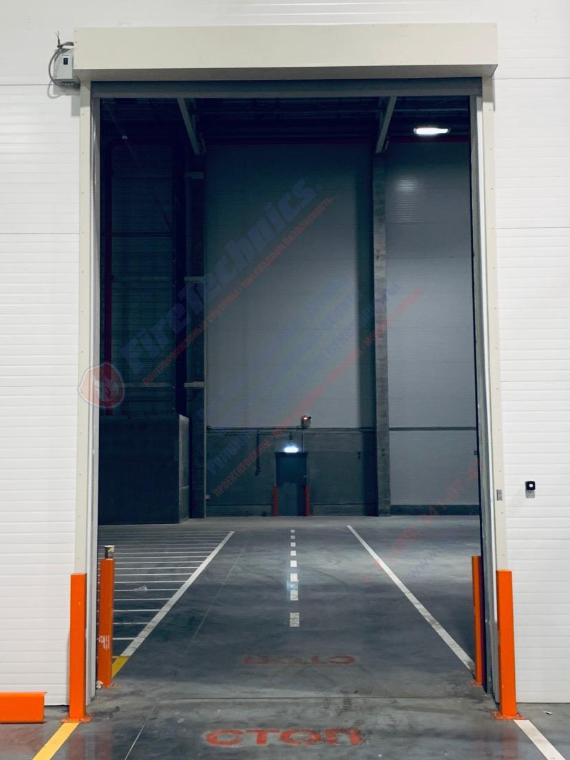 Штора EI60 (без орошения) и Скоростные пленочные ворота (открыто)