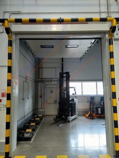 Комплексное решение: Штора противопожарная EI120 и Секционные промышленные ворота